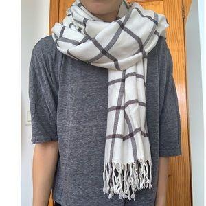 GAP white plaid chunky scarf